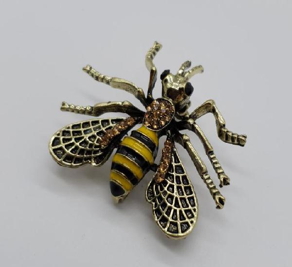 Broche estilo vintage de abeja con acabados en oro viejo,
