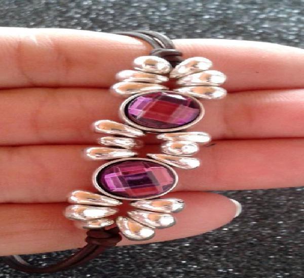 Pulsera plateada con cuarzo purpura símil a famosa marca