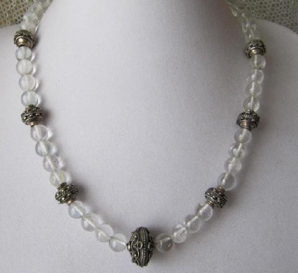 Collar de cristal de roca y plata