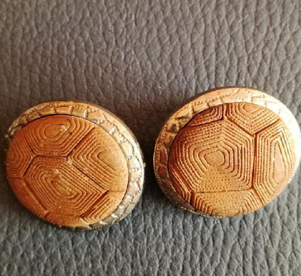 Antiguos pendientes clips de italia con logotipo de la marca