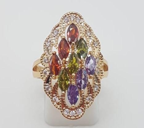 Magnífico anillo tipo lanzadera de lujo con acabado en oro,