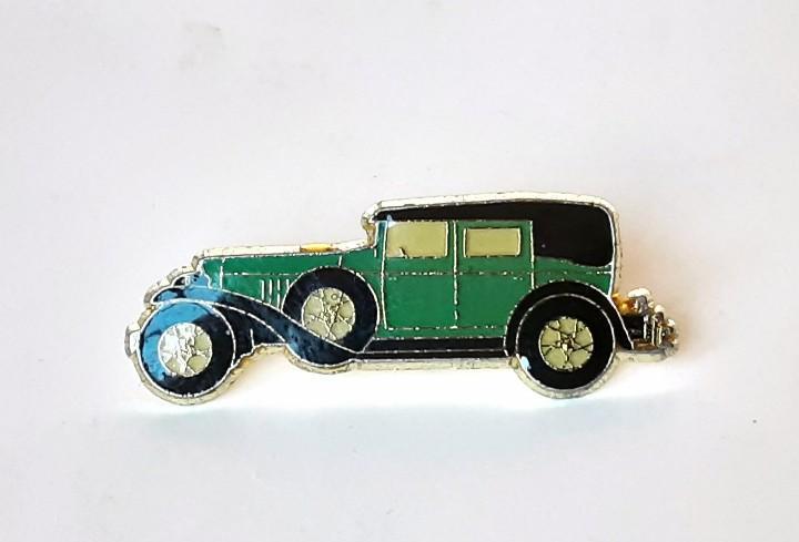 Pin coche antiguo verde