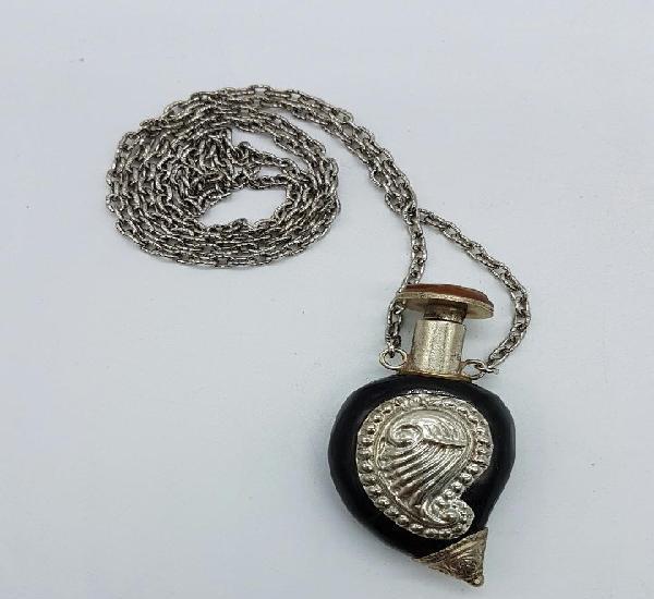 Perfumero antiguo o snuff bottle en asta de cuerno con