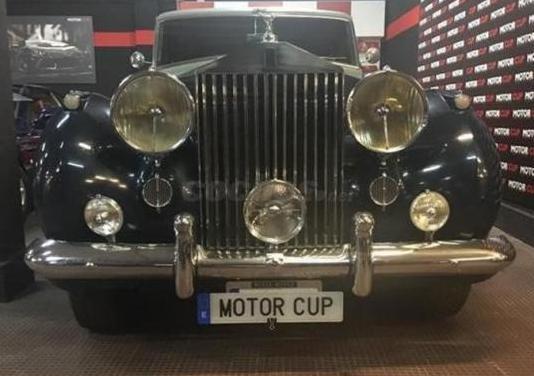 Rolls-royce silver wraith limousine volante izq.