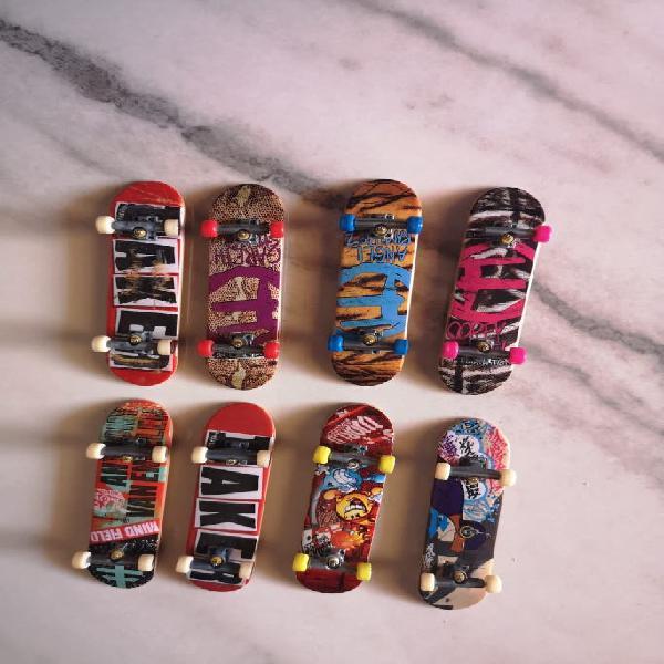 Tech deck skates fingerboard