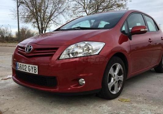 Toyota auris 2.0 d4d advance 5p.