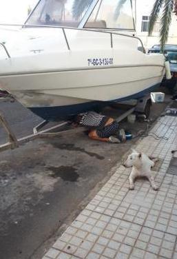Barco marca rio