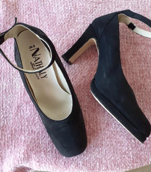 Zapatos negros ante