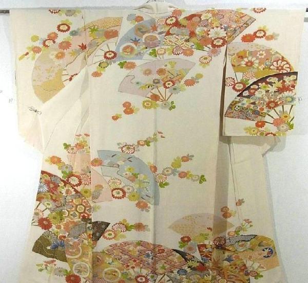 Autentico kimono japones houmongi con diseño de flores y
