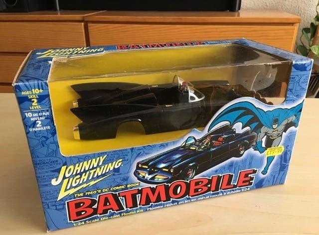 Batmovil. coche de batman maqueta en metal nuevo