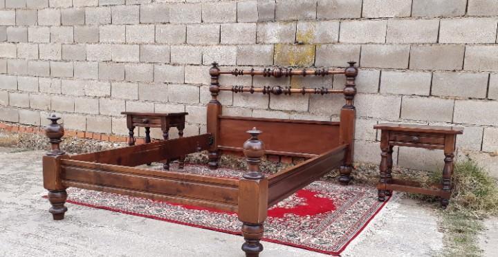 Cama antigua portuguesa de caoba 150 cm con sus mesillas.