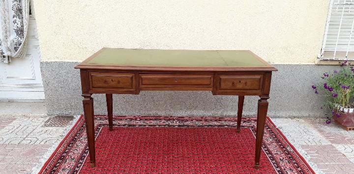 Escritorio antiguo cuero verde estilo luis xvi. mesa de
