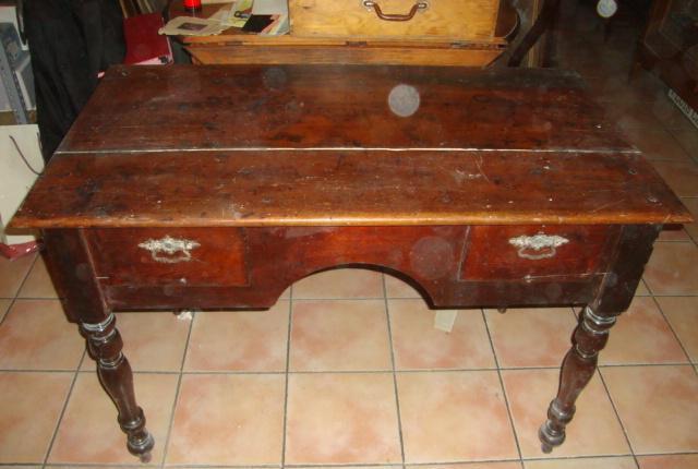 Mesa despacho alfonsina realizada toda en madera de pino o