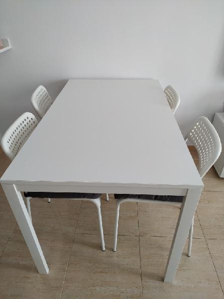 Mesa comedor/cocina y 4 sillas