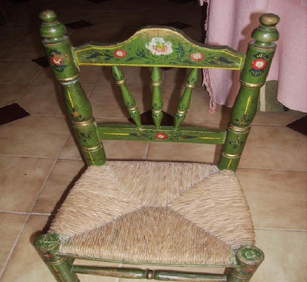 Pequeña silla de juguete para los niños pequeños original