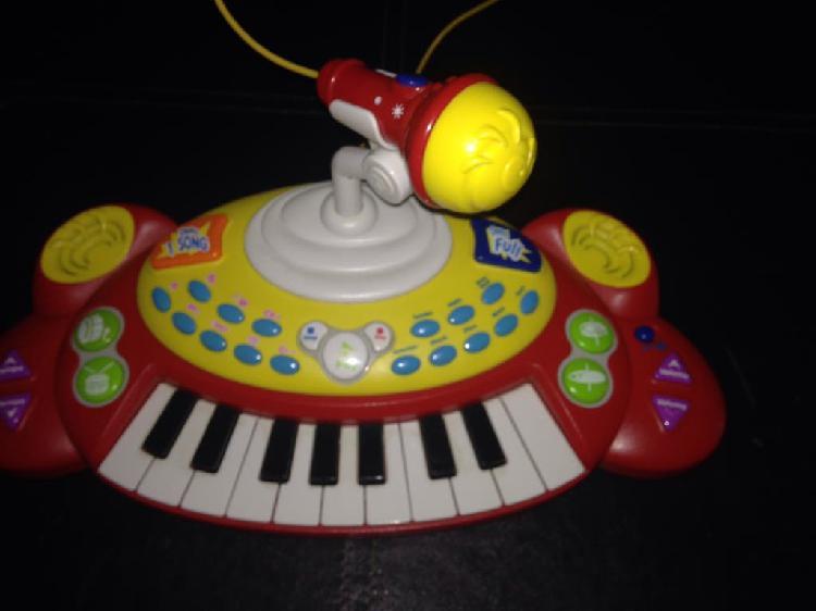 Piano con micrófono