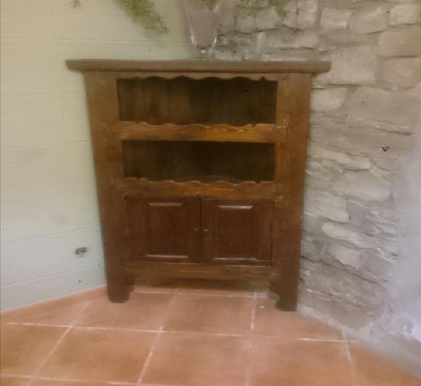 Rinconera rústica nueva realizada con maderas recuperadas y