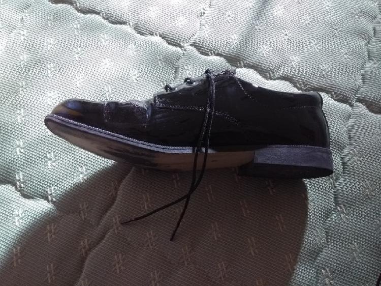 Zapatos de charol de niño número 38