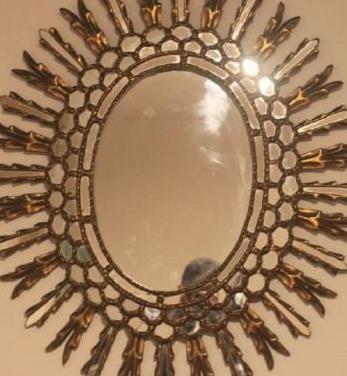 Espejo ovalado de oro antiguo con estilo