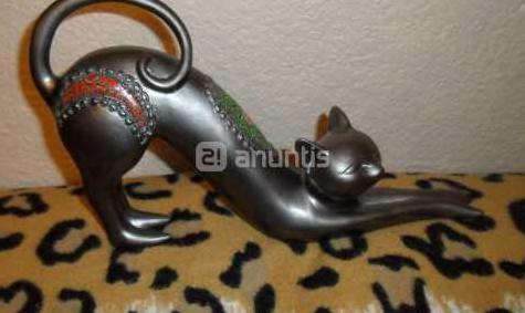 Figura de gato en metal