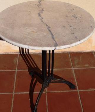 Mesa de bar marmol blanco y hierro