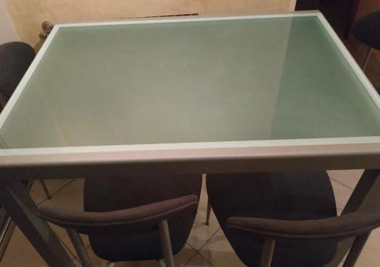 Mesa de cristal extensible con 4 sillas