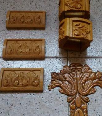 Seis piezas de madera tallada.