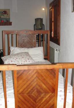 Cama individual antigua