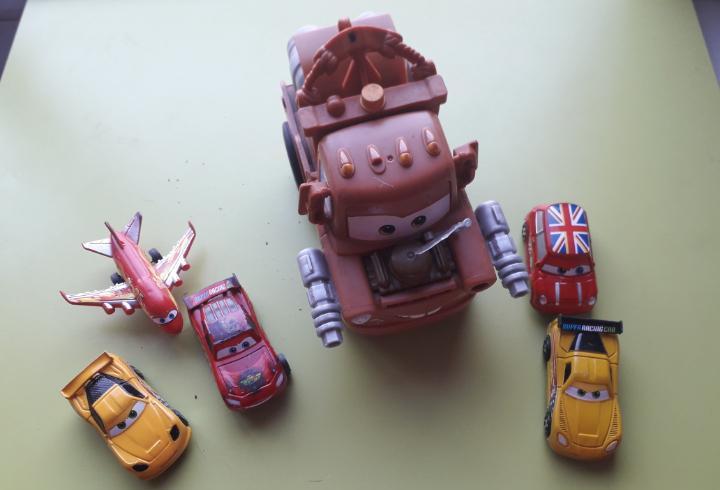 Lote cars disney pixar los pequeños son de tamaño normal y