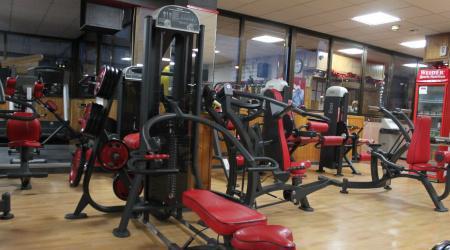 Lote de gimnasio completo equipado con panatta sport y life