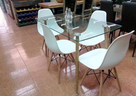 Mesa de cristal con sillas incluidas [xs1262]
