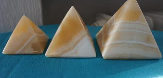 Pirámides de mármol 7 cm