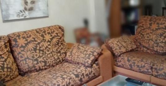 Conjunto de sofás 3 2 y sillas a juego