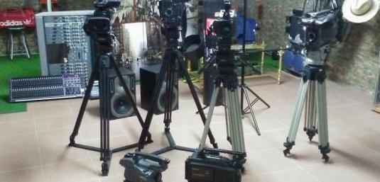 4 trípodes para cámaras video o cine