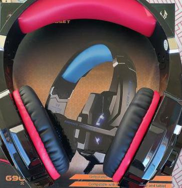Auriculares gaming con micrófono y luz led