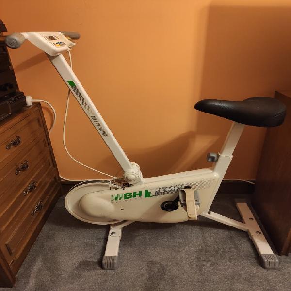 Bicicleta estática bh fitness tempo