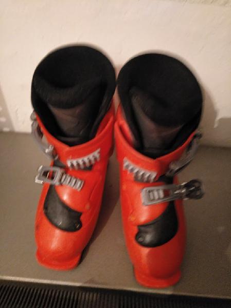Botas de esquí salomón para niño. talla 31/32.