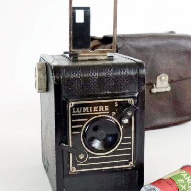 Camara lumiere box 1935 funda cuero y carrete