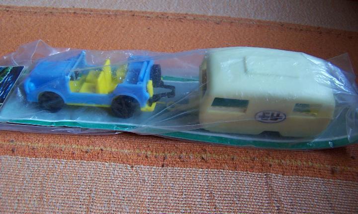 Coche de plástico con caravana made in italy autounion.