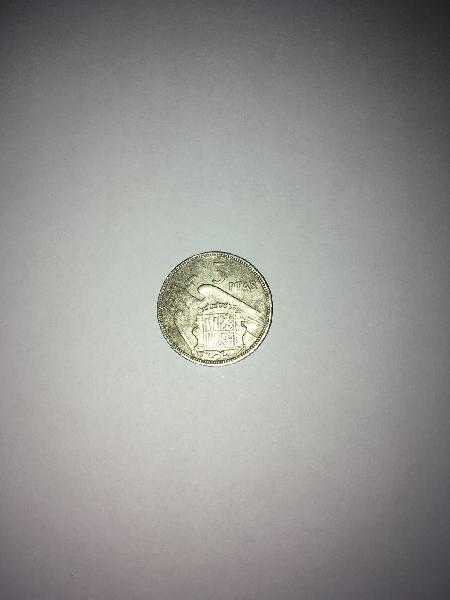 Moneda de 1957 de 5 pesetas con la cara de franco