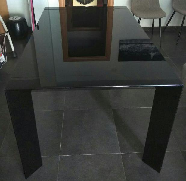 Mesa comedor extensible, lacada y cristal templado