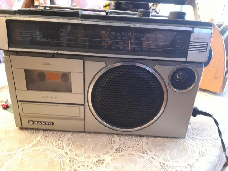 Radio cassette antiguo sanyo