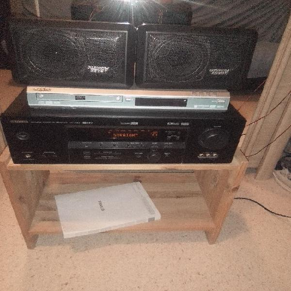 Amplificador y dos platos de pinchar