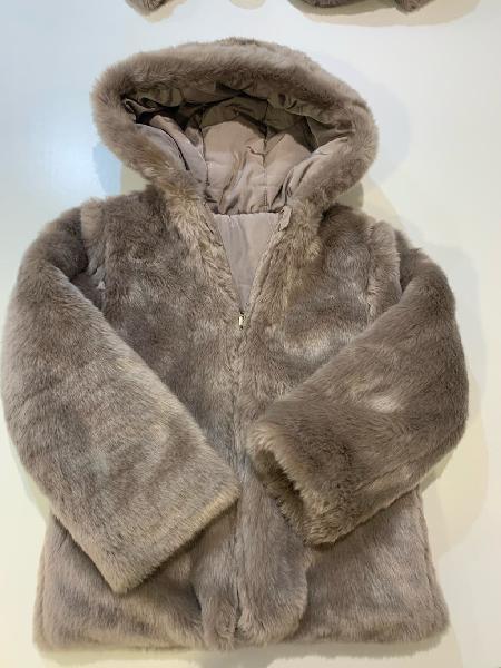 Abrigo brotes niña talla 12. reversible.