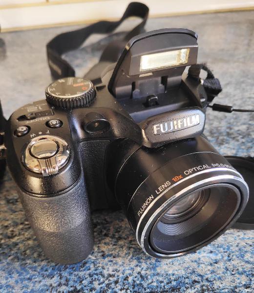 Camara fujifilm finepix s2950