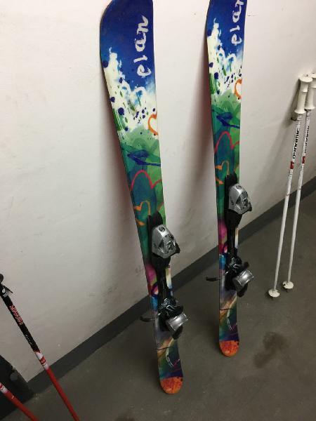 Esquís y palos de niño