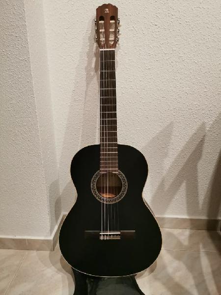 Guitarra clásica española alambra
