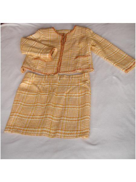 Traje falda tela tipo chanel amarillo