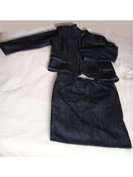 Traje falda tela tipo denim con bordes tipo cadena