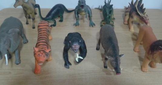 Animales de plástico de juguete